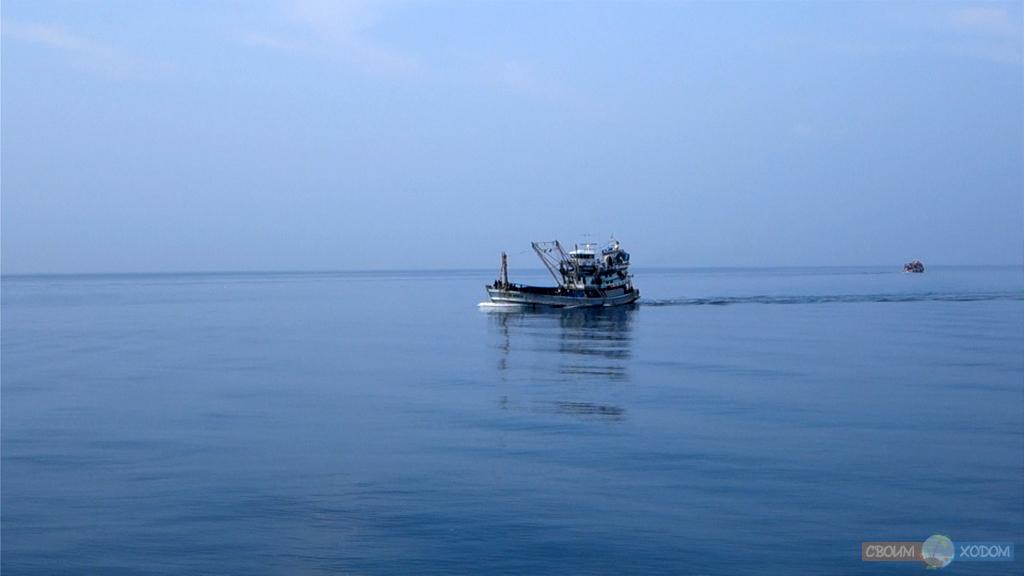 Национальный Морской Парк Ангтхонг | Mu Ko Ang Thong National Park | Одинокое рыбацкое судно