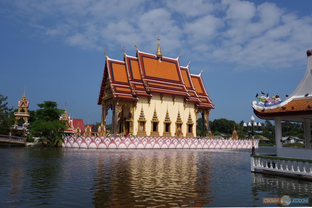 Красивейший Бот в центре храмового комплекса Ват Бан Плай Лаем | Wat Ban Plai Laem