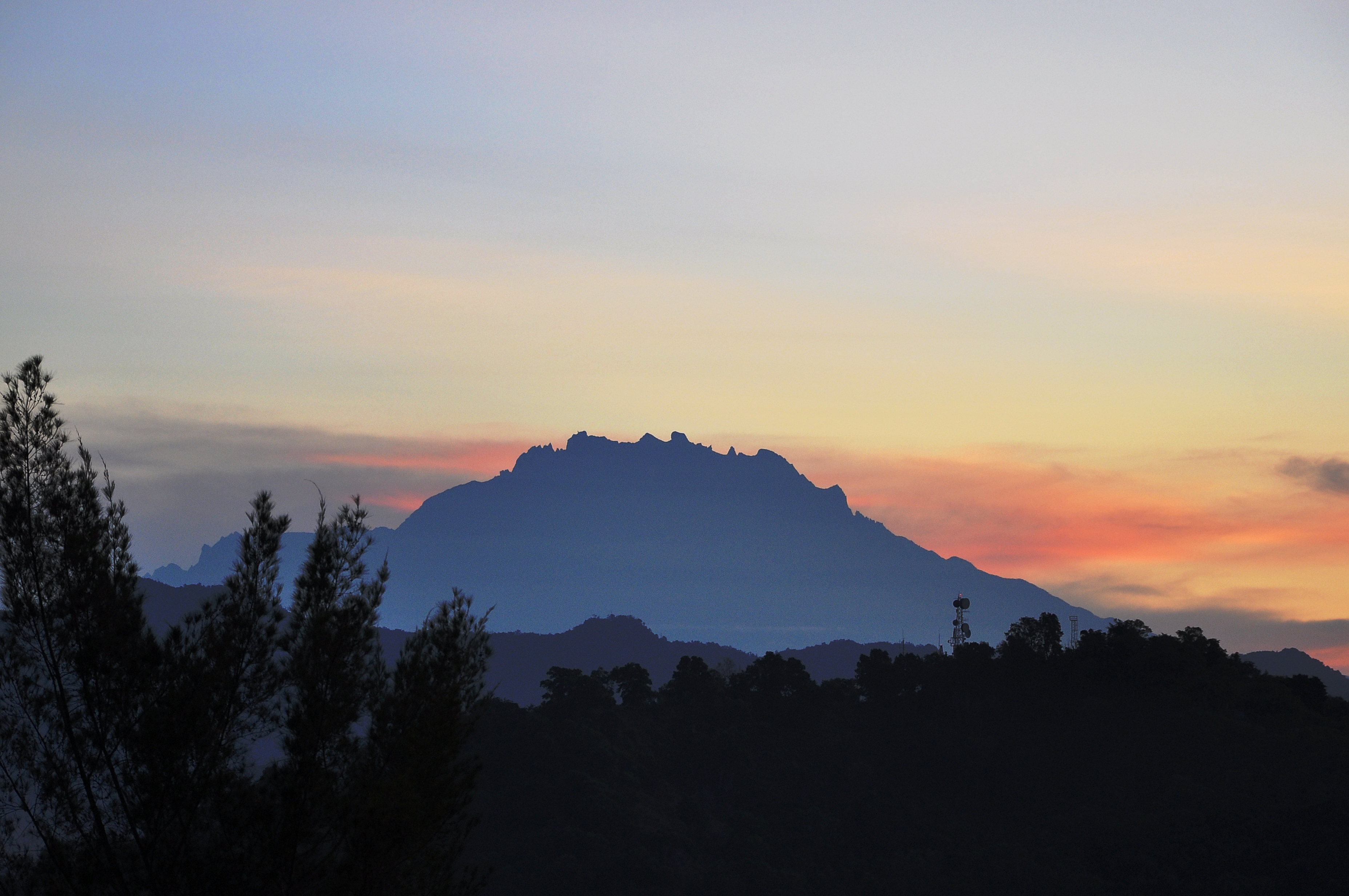 Mount_Kinabalu_sunrise_silhouette